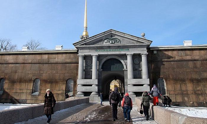 Невские ворота Петропавловской крепости