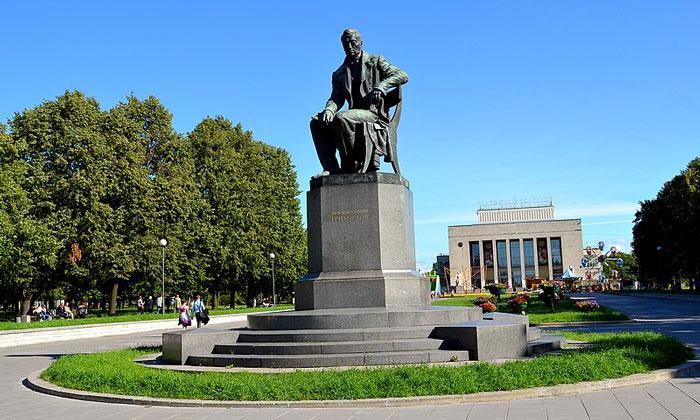 Памятник Грибоедову в Санкт-Петербурге