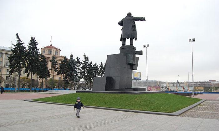 Памятник Ленину у Финляндского вокзала Санкт-Петербурга
