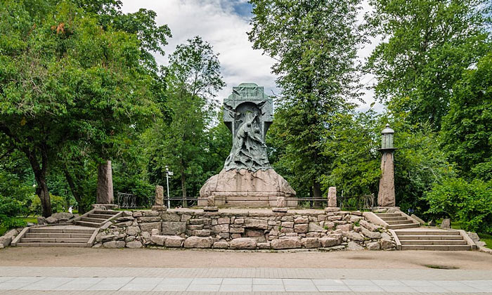 Памятник миноносцу «Стерегущий» в Александровском парке