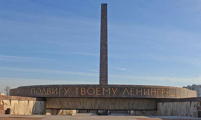 Памятник защитникам Ленинграда в Санкт-Петербурге