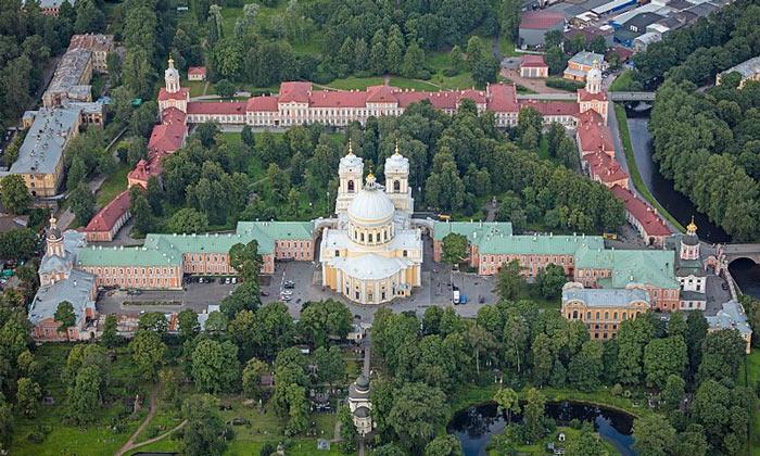 Панорама Александро-Невской лавры в Санкт-Петербурге