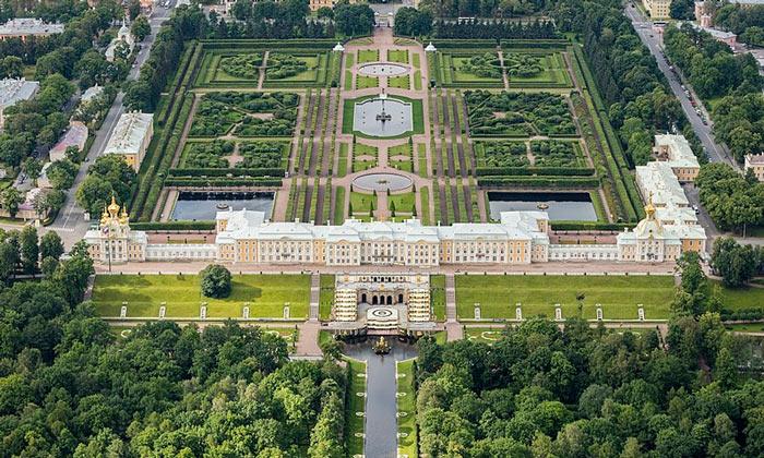 Панорама Большого дворца в Петергофе