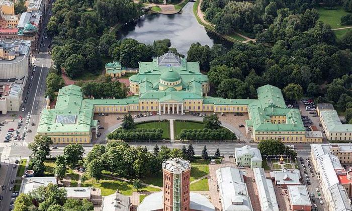 Панорама Таврического дворца в Санкт-Петербурге