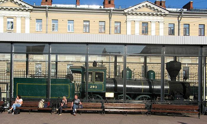 Паровоз «М-293» на Финляндском вокзале Санкт-петербурга