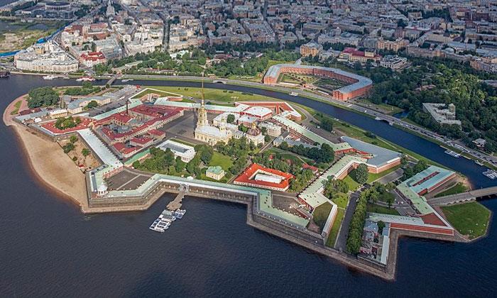 Панорама Петропавловской крепости в Санкт-Петербурге
