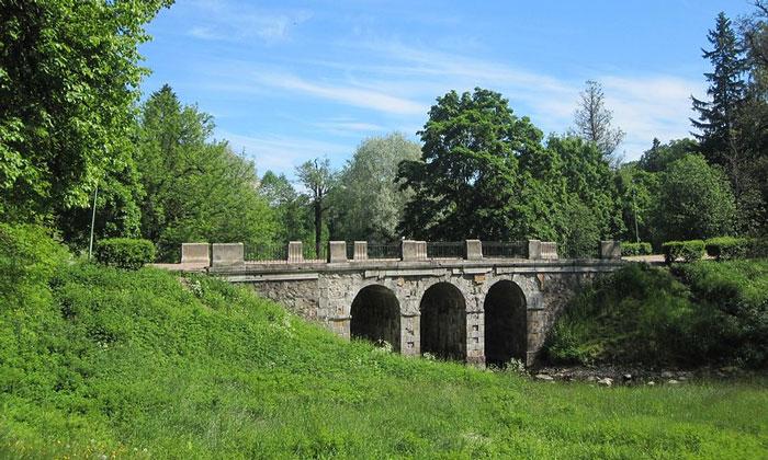Петровский мост (Верхний парк) в Ораниенбауме