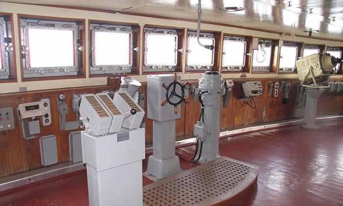 Пост рулевого на ледоколе «Красин» в Санкт-Петербурге