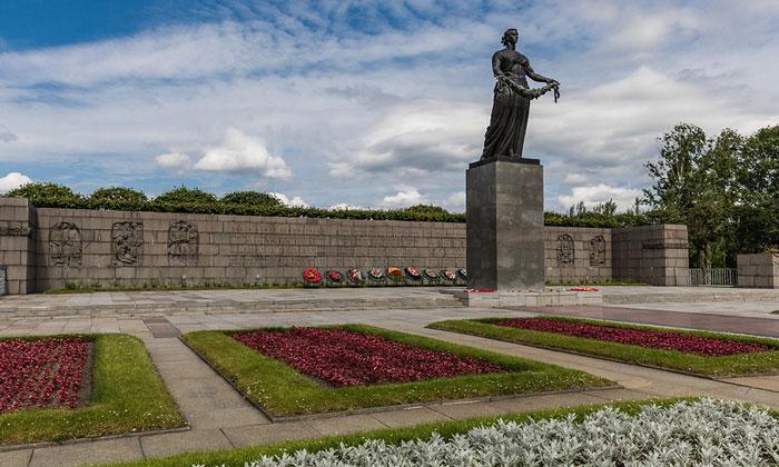 Пискарёвское мемориальное кладбище в Санкт-Петербурге