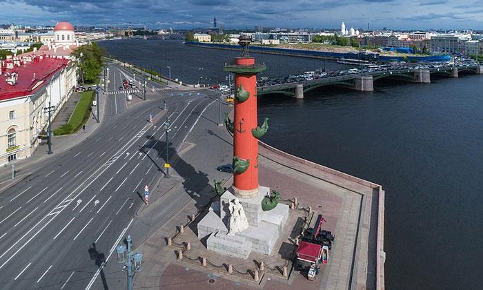 Северная Ростральная колонна в Санкт-Петербурге