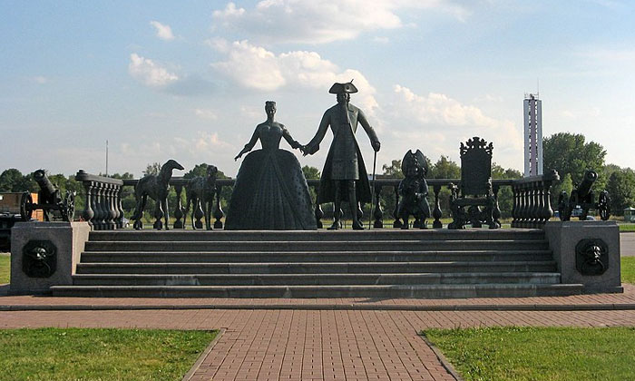Скульптура «Царская прогулка» в Стрельне