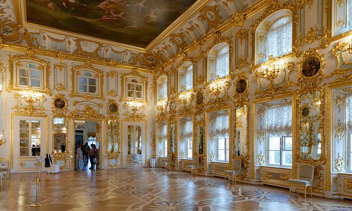 Танцевальный зал Большого дворца в Петергофе