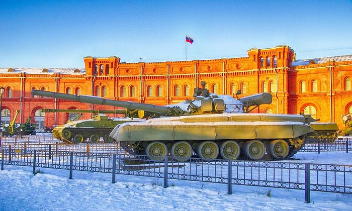 Танк Т-80 музея артиллерии в Санкт-Петербурге