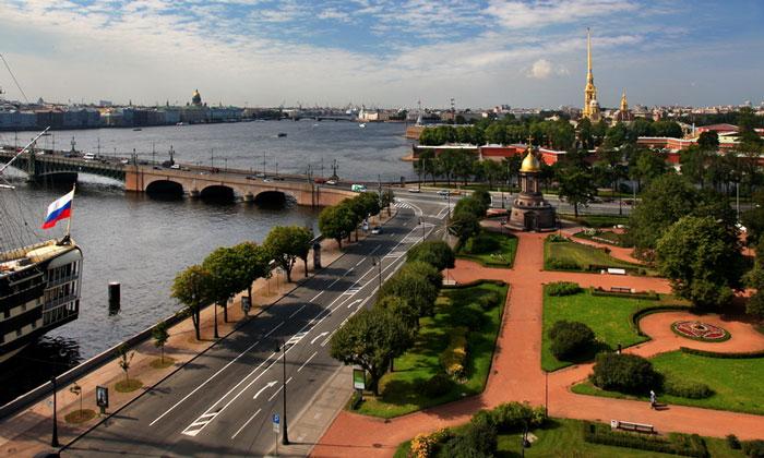 Троицкая площадь в Санкт-Петербурге
