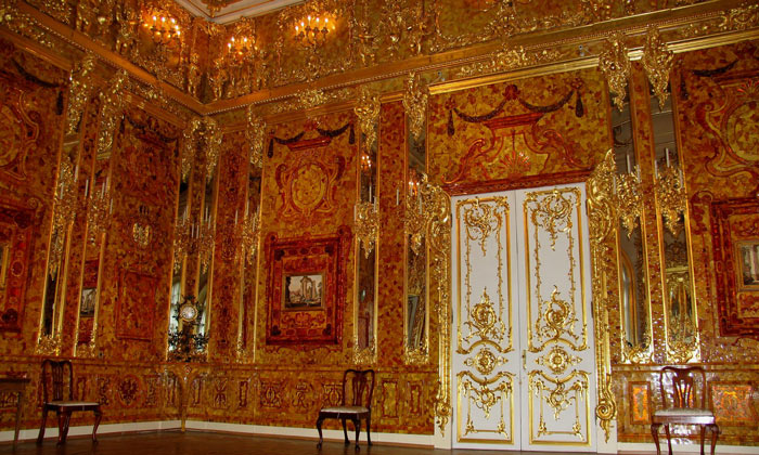 Воссозданная Янтарная комната Екатерининского дворца