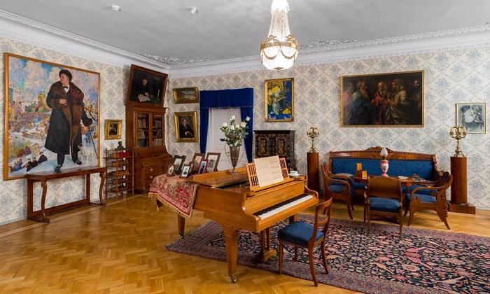 Внутри музея Шаляпина в Санкт-Петербурге