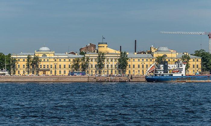 Военно-морской институт в Санкт-Петербурге