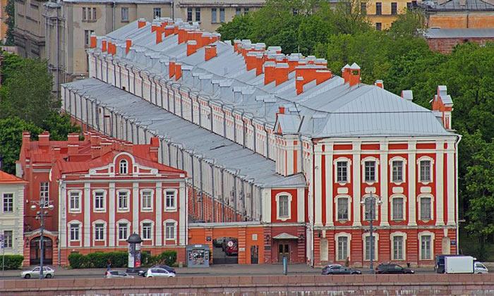 Здание 12-ти коллегий в Санкт-Петербурге