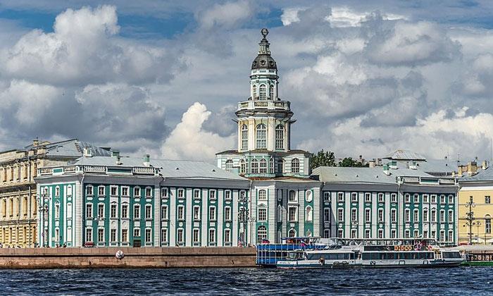 Здание Кунсткамеры в Санкт-Петербурге