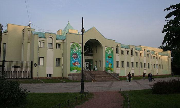 Входной павильон Ленинградского зоопарка