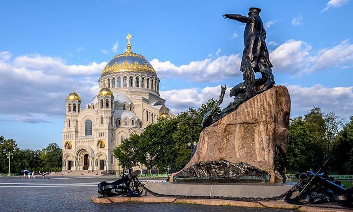Город-порт Кронштадт в России