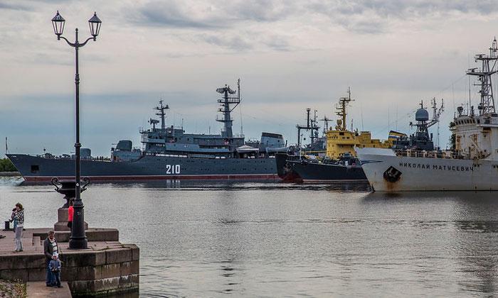 Морские корабли Кронштадта