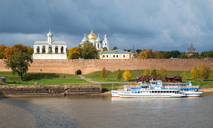 Прогулочные теплоходы Великого Новгорода