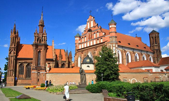 Храм Анны и костёл Бернардина в Вильнюсе