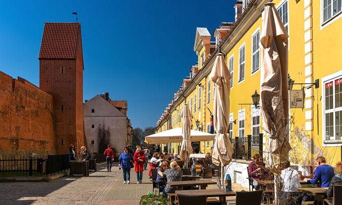 Городские стены и Яковлевские казармы в Риге