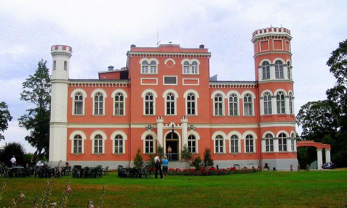 Замок Бирини (сегодня отель)