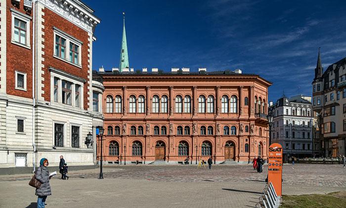 Здание Биржи на Домской площади Риги