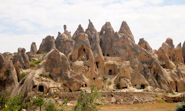 Дома в скалах (окрестности Гёреме) Каппадокии