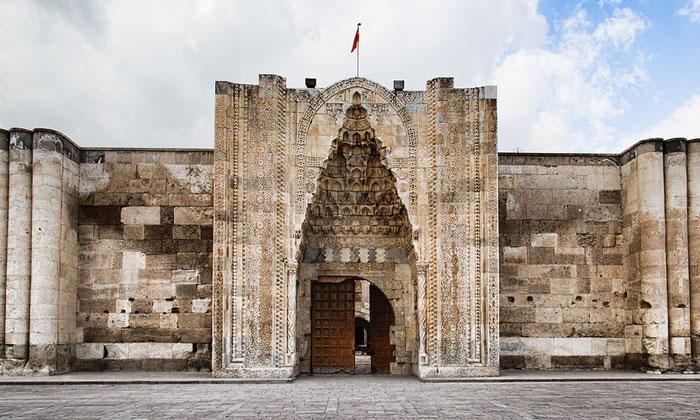 Портал главного входа Султанханы