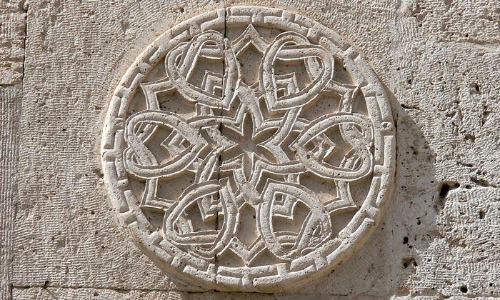 Деталь каменной кладки Султанханы в Турции