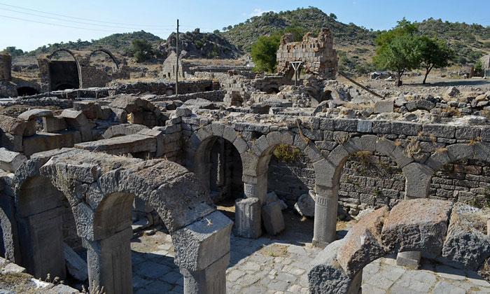Остатки церквей Бинбир Килисе в Турции