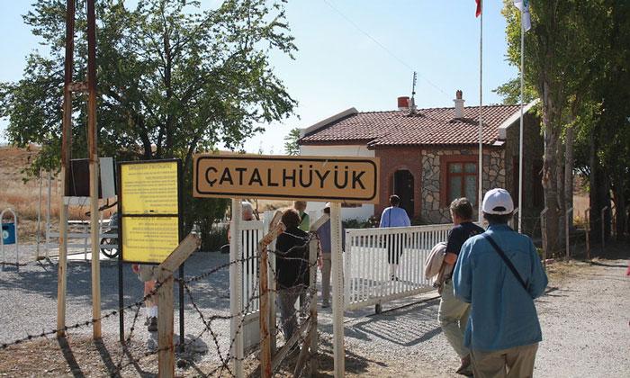 Вход на раскопки Чаталхёюк в Турции